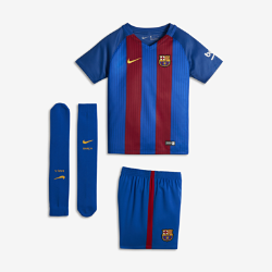 Футбольный комплект для дошкольников 2016/17 FC Barcelona Stadium Home (3–8 лет)Футбольный комплект для дошкольников 2016/17 FC Barcelona Stadium Home включает джерси, шорты и носки из воздухопроницаемой ткани с символикой команды для игры на своем поле.<br>