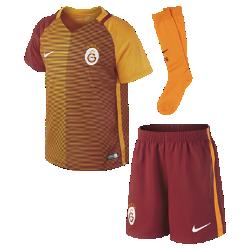 Футбольный комплект для дошкольников 2016/17 Galatasaray S.K. Stadium Away (3–8 лет)Футбольный комплект для дошкольников 2016/17 Galatasaray S.K. Stadium Away включает джерси, шорты и носки из воздухопроницаемой ткани с символикой команды для игры на выезде.<br>