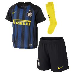 Футбольный комплект для дошкольников 2016/17 Inter Milan Stadium Home (3–8 лет)Футбольный комплект для дошкольников 2016/17 Inter Milan Stadium Home включает джерси, шорты и носки из воздухопроницаемой ткани с символикой команды.<br>