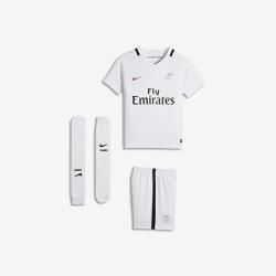 Футбольный комплект для дошкольников 2016/17 Paris Saint-Germain Stadium ThirdФутбольный комплект для дошкольников 2016/17 Paris Saint-Germain Stadium Third включает джерси с коротким рукавом, шорты и носки из воздухопроницаемой ткани с символикой команды длямаксимального комфорта.<br>