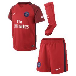 Футбольный комплект для дошкольников 2016/17 Paris Saint-Germain Stadium AwayФутбольный комплект для дошкольников 2016/17 Paris Saint-Germain Stadium Away включает джерси, шорты и носки из воздухопроницаемой ткани с символикой гостевой формы команды.<br>