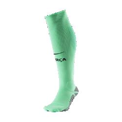 Футбольные носки 2016/17 FC Barcelona Match ThirdФутбольные носки 2016/17 FC Barcelona Match Third — реплика модели, в которой команда выходит на поле, из эластичной влагоотводящей ткани для комфорта во время игры.<br>