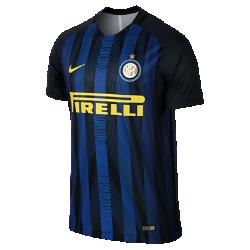 Мужское футбольное джерси 2016/17 Inter Milan Match HomeМужское футбольное джерси 2016/17 Inter Milan Match Home с вышитой символикой команды — копия модели, в которой выступают игроки. Комплексная система терморегуляции обеспечивает оптимальный комфорт. Влагоотводящая ткань изготовлена из переработанных пластиковых бутылок для воды.  Преимущества  Технология Dri-FIT отводит влагу и обеспечивает комфорт Лазерная перфорация и вставка из сетки Engineered Mesh на спине улучшают вентиляцию Разрезы на нижней кромке для максимальной свободы движений  Информация о товаре  Состав: Dri-FIT 100% переработанный полиэстер Машинная стирка Импорт Создано для скорости  Рукава из рубчатого материала и эластичный открытый кант повторяют движения тела, помогая развить высокую скорость и сконцентрироваться на игре.<br>