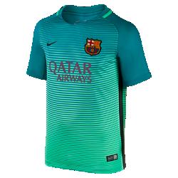 Детское футбольное джерси 2016/17 F.C. Barcelona Stadium ThirdДетское футбольное джерси 2016/17 F.C. Barcelona Stadium Third обеспечивает комфорт без утяжеления, когда ты болеешь за команду с трибун или просто идешь по улице.<br>