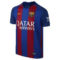 Футбольное джерси для школьников 2016/17 FC Barcelona Stadium HomeЛегкое и удобное футбольное джерси для школьников 2016/17 FC Barcelona Stadium Home — отличный вариант как для похода на матч, так и для простой прогулки.<br>