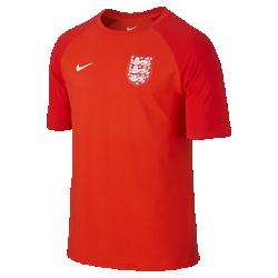 Мужская футболка England MatchМужская футболка England Match изготовлена из мягкой хлопковой ткани для повседневного комфорта и украшена символикой клуба, которая продемонстрирует твою любовь к команде.<br>
