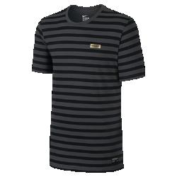 Мужская футболка Nike F.C. StripeМужская футболка Nike F.C. Stripe изготовлена из чистого хлопка, отличающего прочностью и мягкостью для комфорта каждый день, снабжена логотипом Nike F.C. цвета «Золотистая фольга», нанесенным в технике термопечати.<br>