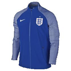 Мужская куртка England Elite Revolution Woven 3Мужская куртка England Elite Revolution Woven 3 выполнена из материала с водоотталкивающей пропиткой и эластичной ткани для полной свободы движений в сложных погодных условиях.Светоотражающий принт на рукавах из ткани Dri-FIT с символикой команды меняет тон при каждом движении.<br>