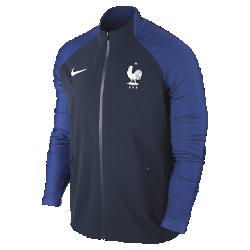 Мужская куртка FFF Elite Revolution Woven 3Мужская куртка FFF Elite Revolution Woven 3 выполнена из материала с водоотталкивающей пропиткой и эластичной ткани для полной свободы движений в сложных погодных условиях. Светоотражающий принт на рукавах из ткани Dri-FIT с символикой команды меняет тон при каждом движении.<br>