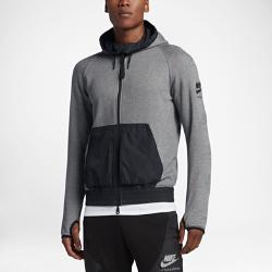 Мужская худи с полноразмерной молнией Nike InternationalИсточником вдохновения дизайнеров при создании этой мужской худи на каждый день с полноразмерной молнией Nike International с контрастными текстурами и принтами стали беговые клубы по всему миру.<br>