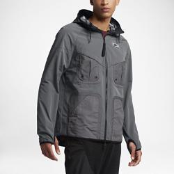 Мужская куртка Nike International WindrunnerМужская куртка Nike International Windrunner — это обновление первой зимней беговой куртки Nike. Первоклассная водоотталкивающая ткань обеспечивает тепло в холодную погоду, а светоотражающие элементы делают тебя заметнее в темное время суток.<br>