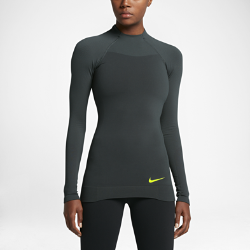 Женская футболка для тренинга с длинным рукавом Nike Pro HyperWarmЖенская футболка для тренинга с длинным рукавом Nike Pro HyperWarm из влагоотводящей ткани идеально подходит для тренировок в холодную погоду благодаря вентиляции и защите от холода.  ТЕПЛО И ВОЗДУХОПРОНИЦАЕМОСТЬ  Технология Nike Pro HyperWarm сочетает в себе влагоотводящую термоткань с зональной вентиляцией, обеспечивая комфорт и защиту от холода без перегрева.  СВОБОДА ДВИЖЕНИЙ  Рукава покроя реглан обеспечивают удобную посадку и полную свободу движений.  ДОПОЛНИТЕЛЬНАЯ ЗАЩИТА  Конструкция с воротником-стойкой и слегка удлиненной нижней кромкой сзади обеспечивает дополнительную защиту и эффективно удерживает тепло.<br>