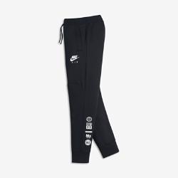 Брюки для мальчиков школьного возраста Nike SportswearБрюки для мальчиков школьного возраста Nike Sportswear из ткани с начесом дополнены отворотами из рубчатой ткани для комфортной посадки и защиты от холода.<br>