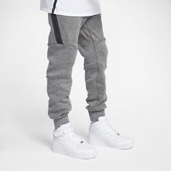 Брюки для мальчиков школьного возраста Nike Sportswear Tech FleeceЛегкие брюки для мальчиков школьного возраста Nike Sportswear Tech Fleece с современным облегающим силуэтом отлично сохраняют тепло. Несколько карманов позволяют с удобствомхранить полезные мелочи.<br>