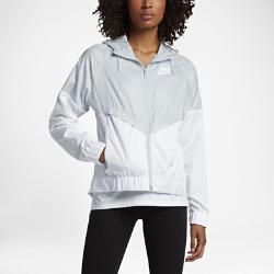 Женская куртка Nike Sportswear WindrunnerЖенская куртка Nike Sportswear Windrunner — новое исполнение оригинальной беговой модели для повседневной жизни: новый уровень стиля и защиты от холода.<br>
