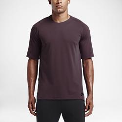 Мужская футболка с коротким рукавом Nike Sportswear BondedМужская футболка с коротким рукавом Nike Sportswear Bonded с удлиненной нижней кромкой, тканевой накладкой и эргономичными швами обеспечивает прочность, защиту и естественную свободу движений.<br>