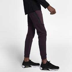 Мужские джоггеры Nike Sportswear Tech FleeceМужские брюки Nike Sportswear Tech Fleece Jogger с зауженным кроем созданы для движения. Они сочетают дышащую легкую ткань и несколько карманов.<br>