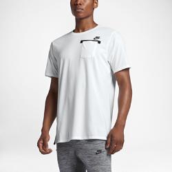 Мужская футболка Nike SportswearМужская футболка Nike Sportswear с удлиненной нижней кромкой с разрезами обеспечивает естественную свободу движений и дополнительную защиту.<br>