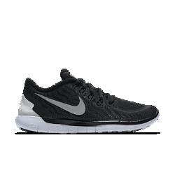 Женские беговые кроссовки Nike Free 5.0 FlashЖенские беговые кроссовки Nike Free 5.0 Flash обеспечивают идеальную невесомую амортизацию и поддержку для более естественных движений при беге. Светоотражающий водоотталкивающий верх делает тебя заметнее в темное время суток, сохраняет ноги в сухости и дарит комфорт в ненастную погоду.  Естественные движения  Шестигранные эластичные желобки обеспечивают шесть точек гибкости, способствуя естественным движениям стопы в любом направлении Низкопрофильная амортизация и cкругленная область пятки обеспечивают дополнительную амортизацию при беге.  Водоотталкивающее покрытие и поддержка  Трехслойная износостойкая сетка верха отталкивает воду и обеспечивает вентиляцию. Нити Flywire, объединенные со шнуровкой, гарантируют дополнительную поддержку и индивидуальную посадку.  Больше светоотражающих элементов  Вдохновением для создателей этой модели стала естественная красота северного сияния. Разноцветный светоотражающий верх делает тебя заметнее в темное время суток.<br>