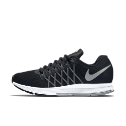 Женские беговые кроссовки Nike Air Zoom Pegasus 32 FlashЖенские беговые кроссовки Nike Air Zoom Pegasus 32 Flash обеспечивают оптимальную амортизацию и невесомую поддержку для новых рекордов скорости. Светоотражающий водоотталкивающий верх делает тебя заметнее в темное время суток, сохраняет ноги в сухости и дарит комфорт в ненастную погоду.  Оптимальная амортизация  Вставка Nike Zoom Air в области пятки сочетает в себе вставку Nike Air со сжатым воздухом и внутренние волокна для амортизации, обеспечивающей высокую скорость.  Водоотталкивающее покрытие и поддержка  Трехслойная износостойкая сетка верха отталкивает воду и обеспечивает вентиляцию. Нити Flywire в средней части стопы обеспечивают дополнительную поддержку и надежную комфортную посадку.  Больше светоотражающих элементов  Вдохновением для создателей этой модели стала естественная красота северного сияния. Разноцветный светоотражающий верх делает тебя заметнее в темное время суток.<br>