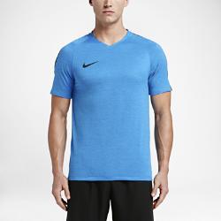 Мужская игровая футболка с коротким рукавом Nike Dry SquadМужская игровая футболка Nike Dry Squad обеспечивает воздухопроницаемость и абсолютную свободу движений на поле.  Максимальная свобода движений и воздухопроницаемость  Рукава покроя реглан не стесняют движений, а эластичный открытый кант хорошо заметен на фоне куртки, увеличивает диапазон движений и обеспечивает дополнительную вентиляцию.  Сконцентрируйся на игре  Низкопрофильная горловина и эргономичная посадка позволяют полностью сосредоточиться полной на тренировке или игре.<br>