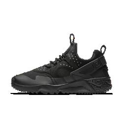 Мужские кроссовки Nike Air Huarache UtilityМужские кроссовки Nike Air Huarache Utility — адаптированная для холодной погоды версия легендарной модели 90-х годов с плотно прилегающей внутренней вставкой и защитным слоем.<br>