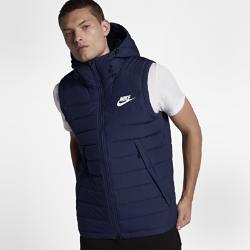 Мужской жилет с пуховым наполнителем Nike SportswearМужской жилет с пуховым наполнителем Nike Sportswear в стиле модели Nike Windrunner с шевроном под углом 26 градусов на груди обеспечивает невесомую защиту от холода.&amp;#160;<br>
