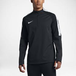 Мужская игровая футболка Nike Shield Strike DrillМужская игровая футболка Nike Shield Strike Drill из эластичной ткани обеспечивает комфорт и свободу движений при любой погоде.  Защита от непогоды  Технология Nike HyperShield в верхней части и технология Nike Shield внизу модели защищают от дождя и ветра для отличных результатов в любую погоду.  Свобода движений  Эластичная ткань и рукава покроя реглан не стесняют движений.  Вентиляция  Боковой кант из сетки в области подмышек отводит излишки тепла. При растяжении ткани становится виден яркий цветовой акцент. Текстурированная подкладка предотвращает прилипание ткани к коже и улучшает воздухообмен.<br>