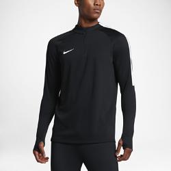 Мужская футболка для футбольного тренинга с длинным рукавом и молнией 1/4 Nike SquadМужская футболка для футбольного тренинга с длинным рукавом и молнией 1/4 Nike Squad, созданная с применением последних футбольных инноваций, позволяет тренироваться скомфортом на любой скорости.<br>