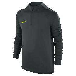 Футболка для футбольного тренинга с длинным рукавом и молнией 1/4 для школьников Nike SquadФутболка для футбольного тренинга с длинным рукавом и молнией 1/4 для школьников Nike Squad обеспечивает комфорт и свободу движений на поле благодаря влагоотводящей ткани и эластичным рукавам из рубчатого материала.<br>