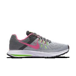 Женские кроссовки для бега Nike Zoom Winflo 2Женские беговые кроссовки Nike Zoom Winflo 2 выполнены с применением сетки Engineered mesh и нитей Flywire и обеспечивают легкость, воздухопроницаемость и плотную посадку от стартадо финиша. Вставка Nike Zoom Air обеспечивает оптимальную амортизацию, а эластичные желобки гарантируют естественность движений.<br>