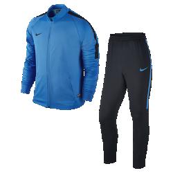 Мужской футбольный костюм Nike Dry SquadМужской футбольный костюм Nike Dry Squad с зауженным кроем и полосами из рубчатой ткани на рукавах и штанинах обеспечивает тепло, защиту и комфорт во время разминки и ожидания выхода на поле.<br>