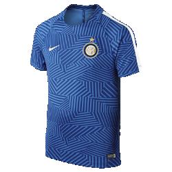 Игровая футболка для школьников Inter Milan Dry Squad Graphic (XS–XL)Игровая футболка для школьников Inter Milan Dry Squad Graphic из легкой влагоотводящей ткани с сетчатой вставкой на спине обеспечивает комфорт на поле.<br>