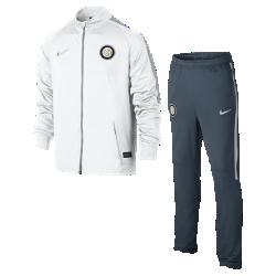 Футбольный комплект для разминки для школьников Inter Milan (XS–XL)Детский футбольный комплект для разминки Inter Milan включает куртку и облегающие брюки из влагоотводящей ткани для абсолютного комфорта на поле и за его пределами.<br>