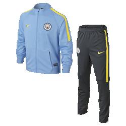 Футбольный комплект для разминки для школьников Manchester City FC SquadФутбольный комплект для разминки для школьников Manchester City FC Squad состоит из куртки и спортивных брюк с зауженными штанинами для абсолютной свободы движений на поле.<br>