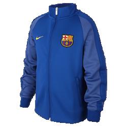 Куртка для школьников FC Barcelona Authentic N98 (XS–XL)Куртка для школьников FC Barcelona Authentic N98 превосходно сохраняет тепло в прохладную погоду. Элементы дизайна заимствованы у классической куртки для бега.<br>