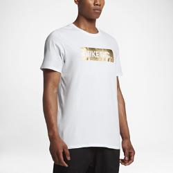 Мужская футболка Nike F.C. FoilМужская футболка Nike F.C. Glory позволяет тебе продемонстрировать свою любовь к игре с помощью логотипа Nike F.C. цвета «Золотистая фольга», нанесенного в технике термопечати.<br>