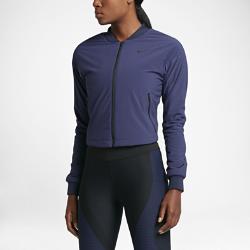 Женская куртка для тренинга Nike AeroLayerЖенская куртка для тренинга Nike AeroLayer обеспечивает защиту от холода и влаги, а укороченный силуэт позволяет сочетать модель с другой одеждой для тренинга.<br>