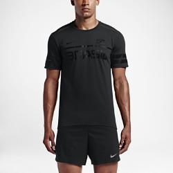 Мужская футболка для бега Nike Dry BrazilПредставляй свою команду в мужской футболке для бега Nike Dry Brazil из влагоотводящей ткани, которая позволит тебе полностью сконцентрироваться на беге.  Невероятный комфорт  Ткань с технологией Nike Dri-FIT отводит влагу от кожи, обеспечивая комфорт по мере увеличения интенсивности пробежки.  Прочность и долговечность  Проклеенные плечевые швы не натирают кожу, обеспечивая длительный комфорт и прочность.  Стань заметнее  Светоотражающие элементы делают тебя заметнее в темное время суток<br>