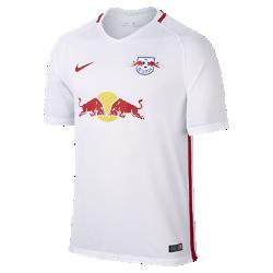 Мужское футбольное джерси 2016/17 RB Leipzig Stadium HomeМужское футбольное джерси 2016/17 RB Leipzig Stadium Home из легкой ткани обеспечивает комфорт на каждый день.<br>