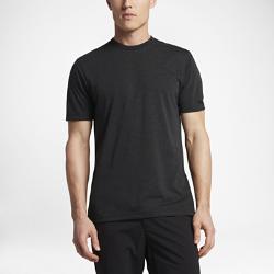 Мужская футболка Nike Golf CrewМужская футболка Nike Golf Crew обеспечивает вентиляцию и комфорт благодаря анатомическому крою и влагоотводящей ткани.<br>