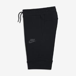 Шорты для мальчиков школьного возраста Nike Sportswear Tech FleeceШорты для мальчиков школьного возраста Nike Sportswear Tech Fleece с современным облегающим силуэтом выполнены из инновационной легкой ткани, сохраняющей тепло.  Тепло и легкость  Уникальная трехслойная флисовая ткань Nike Tech Fleece сохраняет тепло, обеспечивая комфорт и создавая стильный образ.  Облегающий крой  Прилегающий крой и длина ниже колена для плотной посадки и свободы движений.<br>