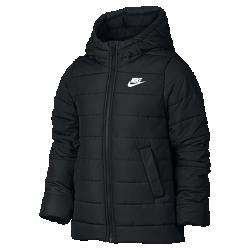 Куртка для девочек школьного возраста Nike Sportswear (XS–XL)Куртка для девочек школьного возраста Nike Sportswear со вставками с наполнителем и большим капюшоном обеспечивает дополнительную защиту от холода без утяжеления. Водоотталкивающая ткань надежно защищает от непогоды.<br>