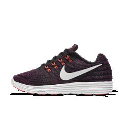 Женские беговые кроссовки Nike LunarTempo 2Женские беговые кроссовки Nike LunarTempo 2 сочетают в себе легкость беговых кроссовок с амортизацией пеноматериала Lunarlon для комфортных тренировок в интенсивном темпе ибега на длинные дистанции.  Воздухопроницаемость и комфорт  Новая внутренняя часть с перфорацией обеспечивает воздухопроницаемость и плотную посадку.  Легкость и поддержка  Однослойная сетка Engineered mesh обеспечивает воздухопроницаемость и зональную поддержку. Нити Flywire плотно прилегают к средней части стопы и в сочетании со шнурками обеспечивают надежную адаптивную фиксацию, не сковывая движений.  Мягкая амортизация  Мягкий ультралегкий пеноматериал Lunarlon соединен с легкой подложкой из материала Phylon для превосходной амортизации и длительной поддержки.<br>