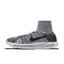 Мужские беговые кроссовки Nike LunarEpic FlyknitМужские беговые кроссовки Nike LunarEpic Flyknit MP сидят на ноге словно вторая кожа и обеспечивают непревзойденную плавность движений, открывая новую страницу в истории бега.  Идеальная посадка  Верх Flyknit и завышенный бортик плотно прилегают к ноге и обеспечивают невероятно мягкую амортизацию. Практически бесшовная цельная трикотажная конструкция имеет более открытую структуру в областях стопы и лодыжки, где необходимо обеспечить эластичность и воздухопроницаемость, и более плотную в тех зонах, где необходима дополнительная поддержка.  Плавность движений и комфорт  Подошва из мягкого материала Lunarlon, обработанная лазером по бокам, сжимается при движении, обеспечивая плавность движений стопы.  Превосходная мягкость  Конструкция подметки отвечает за правильное распределение давления, а накладки из пеноматериала Lunarlon обеспечивают амортизацию в зонах, где это больше всего необходимо. Лазерная перфорация на накладках поглощает ударные нагрузки за счет равномерного распределения давления по всей стопе.<br>
