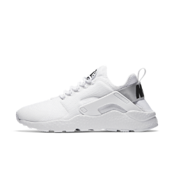 Женские кроссовки Nike Air Huarache UltraЖенские кроссовки Nike Air Huarache, повторяющие каждое движение стопы, появились в 1991 году и навсегда изменили представление о беговой обуви. Версия Ultra с ультралегкой конструкцией обеспечивает повышенный уровень комфорта.<br>