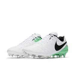 Футбольные бутсы для игры на твердом грунте Nike Tiempo Legend VIВ конструкции футбольных бутс для игры на твердом грунте Nike Tiempo Legend VI с верхом из первоклассной кожи использованы инновационные технологии, которые максимально улучшают контакт с мячом и предотвращают скольжение, позволяя добиваться максимальных результатов на поле.<br>