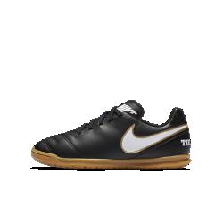 Футбольные бутсы для игры в зале/на поле для дошкольников/школьников Nike Jr. Tiempo Rio IIIФутбольные бутсы для игры в зале/на поле для дошкольников/школьников Nike Jr. Tiempo Rio III прекрасно подходят как для зала, так и для улицы. Подметка из липкой резины обеспечивает сцепление, а верх из синтетической кожи — непревзойденный контроль мяча.<br>
