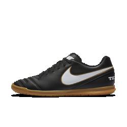 Футбольные бутсы для игры в зале/на поле Nike Tiempo Rio IIIФутбольные бутсы для игры в зале/на поле Nike Tiempo Rio III прекрасно подходят как для зала, так и для улицы. Подметка из резины обеспечивает сцепление с поверхностью, а верх из синтетической кожи — непревзойденный контроль мяча.<br>