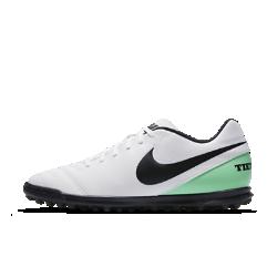 Футбольные бутсы для игры на газоне Nike Tiempo Rio IIIФутбольные бутсы для игры на газоне Nike Tiempo Rio III с резиновыми шипами и мягким текстурированным верхом обеспечивают непревзойденный контроль мяча и отличное сцепление при игре на искусственных покрытиях.<br>